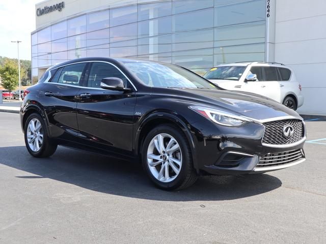 Certified Pre-Owned 2017 INFINITI QX30 Luxury FWD