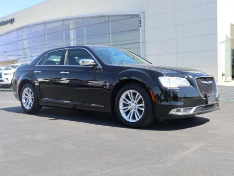 Pre-Owned 2017 Chrysler 300 300C RWD
